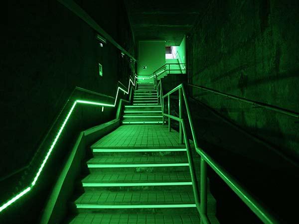 Escaleras acceso túnel
